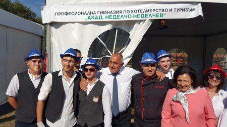 Бойко Борисов и Десислава Танева – гости на състезание по транжиране на месо в Сливен