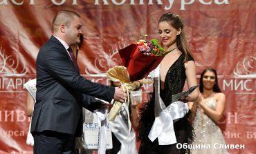 18-годишната Симона Рачева e Мис Сливен 2019