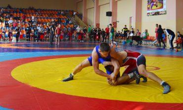 """Международният турнир по борба ,,Стоте войводи"""" се провежда в Сливен"""