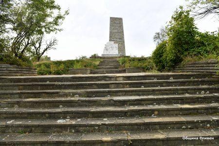 Ремонтират стълбите към Хамам баир