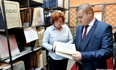 Зам.-кметът Румен Иванов с поздравление към Държавен архив-Сливен за юбилея