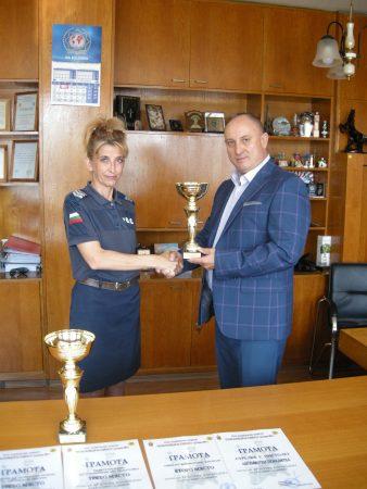 Сливенска пътна полицайка – най-добра в стрелбата сред колегите си в страната