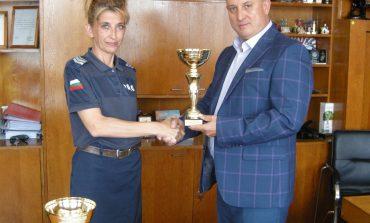 Сливенска пътна полицайка - най-добра в стрелбата сред колегите си в страната