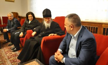 Стефан Радев поздравява митрополит Иоаникий за рождения ден