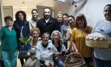 Съветници и младежи от ГЕРБ - Сливен поздравиха лекарите и акушерките