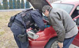Сливенски полицай оправи фаровете на възрастен мъж