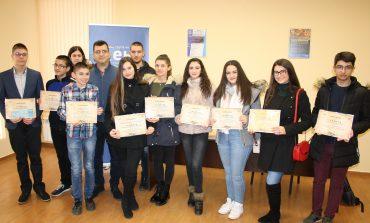 Евродепутатът от ГЕРБ/ЕНП Асим Адемов награди участниците в конкурса на РУО- Сливен