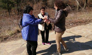Младежите от ГЕРБ зарадваха сливналии на 1 март