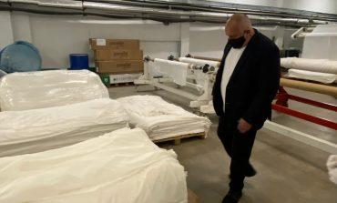 Борисов посети фирма в Твърдица, започнала да шие облекла и маски