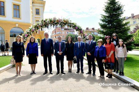 Кратка церемония и нова мелодия от часовника на 24 май в Сливен