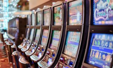 Клиент пробутва фалшиви 50-левки в сливенско казино