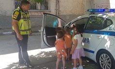 Сливенски полицаи с урок по пътна безопасност в детска градина