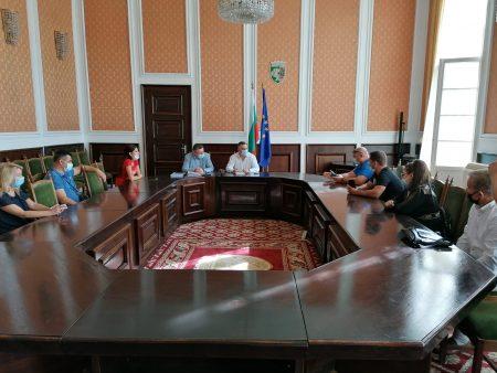 """Стефан Радев се срещна с протестиращи срещу велоалеята на """"Панайот Хитов"""""""