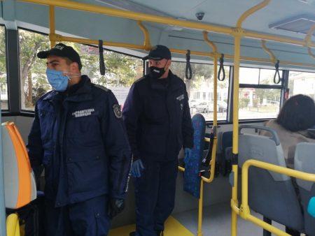 Няма нарушения на карантината в Сливенско, 8 са глобени за маски