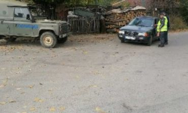 По два акта на къща за незаконните дърва в Градец