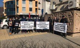 Мълчаливо бдение в памет на убития Стоян пред съда в Сливен