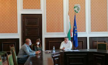 Граждани искат от кмета осветление и намеса в междусъседски конфликт