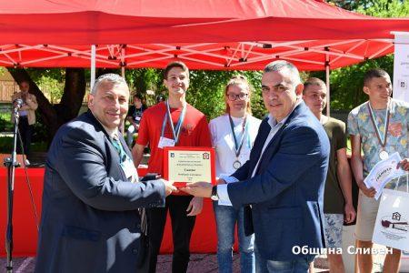 Кметът Радев награди победителите в национално състезание по строителство