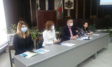 Областният управител и РЗИ стартирахакампания за ползата от ваксините срещуCOVID-19