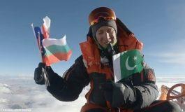 Американец изкачи Еверест с българския флаг в памет на Атанас Скатов