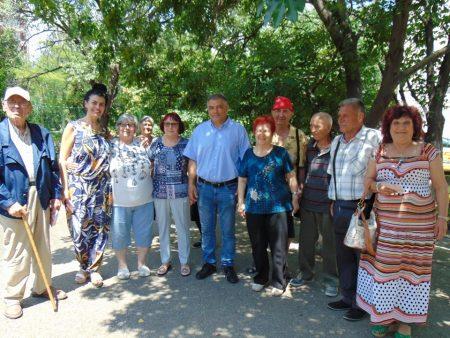 """Кандидати за народни представители от БСП-Сливен се срещнаха с жители на кв. """"Даме Груев"""""""