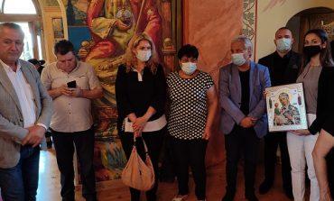 Кандидатите за народни представители от ГЕРБ–Сливен дариха икона за празника на храма в Крушаре