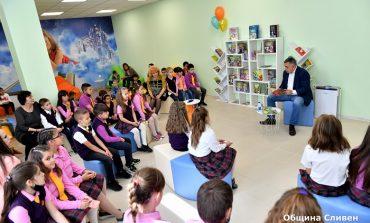 Кметът Стефан Радев чете приказки на деца по повод 1 юни
