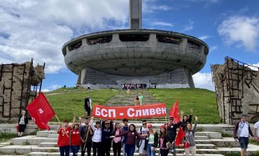 Младежите на БСП-Сливен се включиха в честванията на Бузлуджа