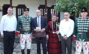 Президентът Румен Радев посети родната къща на Хаджи Димитър в Сливен
