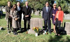 Поднесоха цветя на гроба на Стефан Панаретов във Вашингтон